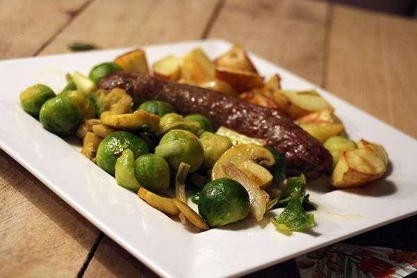 Recept runderworst met roerbakgroenten   voor en door jou